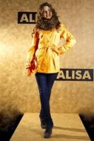 Короткий желтый плащ от AlisaFashion