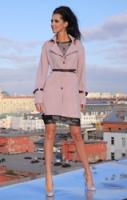 Пальто пепельно-розовое с ремешками